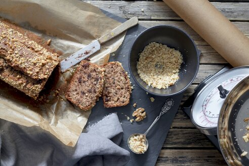 Home-baked banana bread with walnuts - YFF00603