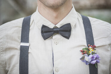 Close-up of groom wearing floral decoration - ASCF00697