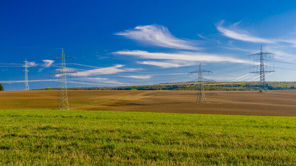 Power pylons between fields - MHF00402