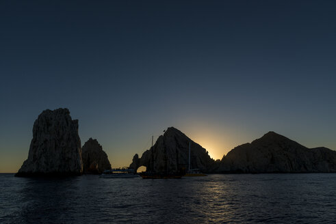 Mexico, Cabo San Lucas, view to El Arco at sunset - TOVF00066