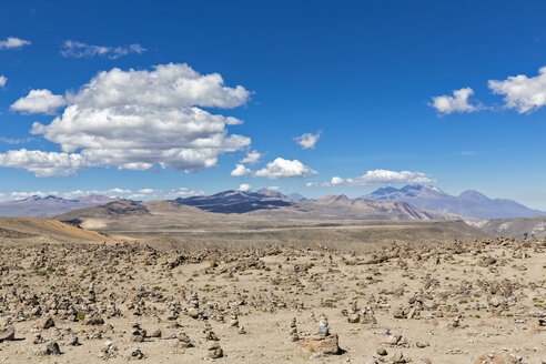 Peru, Andes, Patapampa Pass, cairns in volcanic landscape - FOF08669