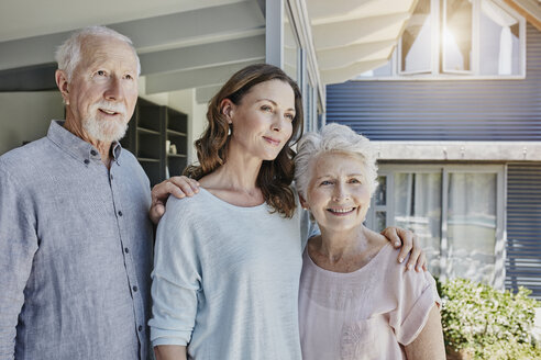 Parents with grown up daughter, portrait - RORF00460