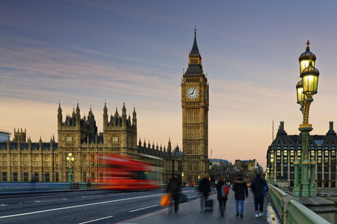 UK, London, Big Ben, Houses of Parliament and bus on Westminster Bridge at dusk - GF00923