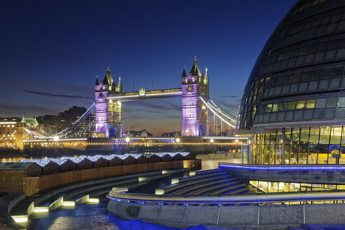 UK, London, City Hall and Tower Bridge at night - GFF00935