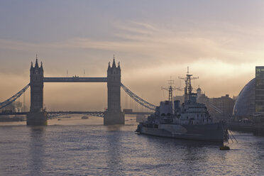 UK, London, River Thames, Tower Bridge and HMS Belfast museum ship at twilight - GFF00950