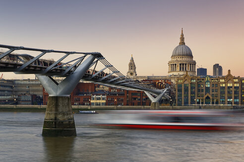 UK, London, St Paul's Cathedral and Millennium Bridge at dusk - GFF00953