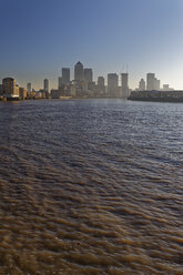 UK, London, skyline of Canary Wharf at River Thames - GFF00965