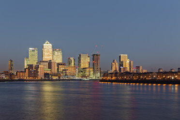 UK, London, skyline of Canary Wharf at River Thames at dusk - GFF00971