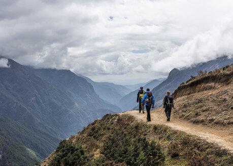Nepal, Himalaya, Khumbu, Everest region, Trekkers at Namche Bazar - ALRF00816