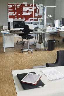 Modern office interior - PESF00488