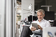 Businessman using tablet in office - PESF00509