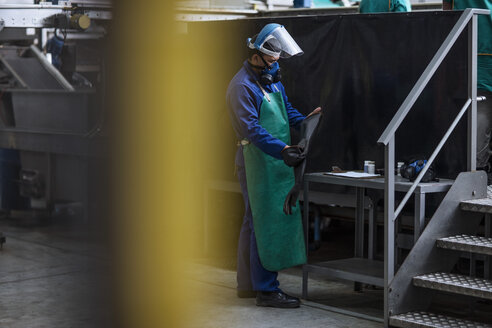 Worker wearing protective mask in factory - ZEF12423