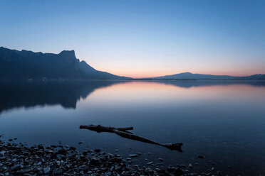 Austria, Mondsee, Lake Mondsee at dusk - WVF00785