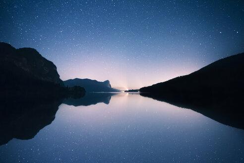 Austria, Mondsee, starry sky over Lake Mondsee - WVF00794