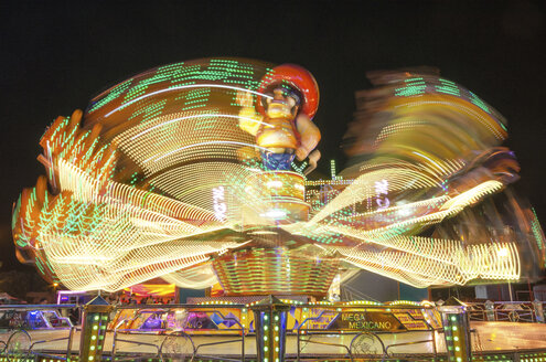Moving carousel at night - DHC00052