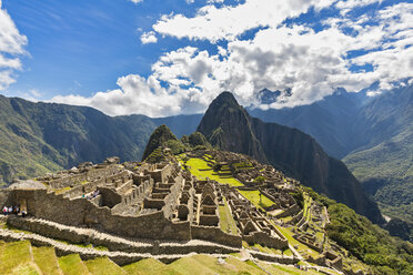 Peru, Andes, Urubamba Valley, Machu Picchu with mountain Huayna Picchu - FOF08767
