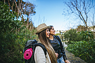 Two smiling young women on a trip - KIJF01108