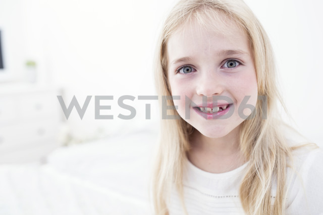 Portait of smiling blond girl - WESTF22530