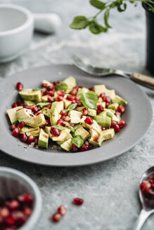 Avocado salad with pomegranate seeds and basil - IPF00349