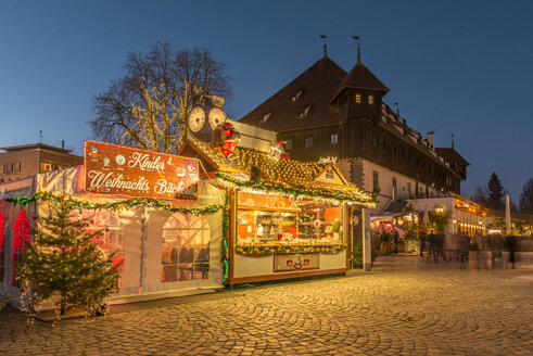 Germany, Baden-Wuerttemberg, Constance, Christmas market at lakeshore with Council building - KEB00454