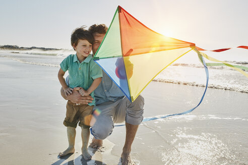 Father and little son with kite on the beach - RORF00556