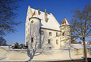 Germany, Kisslegg, Altes Schloss in winter - SIE07275