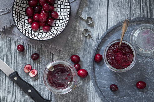 Preserving glasses of cranberry jam and fresh cranberries - YFF00626