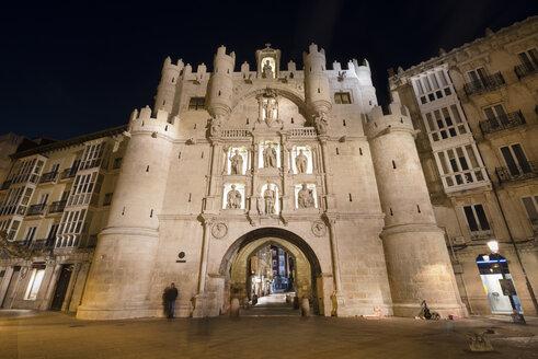 Spain, Burgos, Arco de Santa Maria by night - DHC00058
