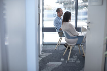 Couple sitting in consulting room at the doctor' s - ZEF12627