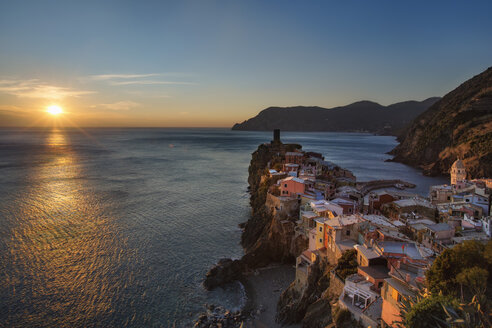 Italy, Liguria, Cinque Terre, Vernazza at sunset - YRF00149