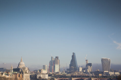 UK, London, skyline with St Paul's Cathedral and office towers - NGF00380