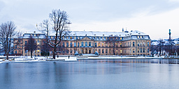 Germany, Stuttgart, view to New Palace and Jubelee Column with Lake Eckensee in the foreground - WDF03861