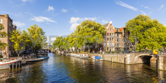 Netherlands, Amsterdam, houseboats at Brouwersgracht - WDF03888