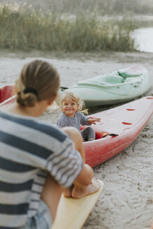 Netherlands, Schiermonnikoog, mother with little daughter in a boat - DWF00283