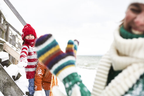 Mother and daughters having fun in winter - FSF00752