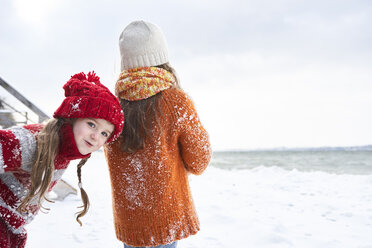 Sisters having fun in winter - FSF00758