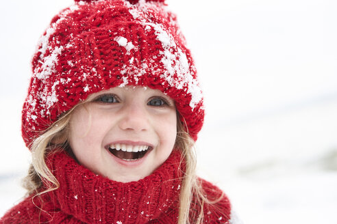 Little girl having fun in winter, portrait - FSF00770