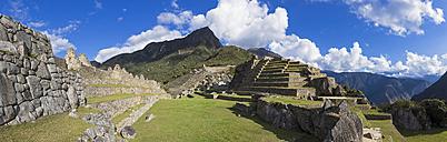Peru, Andes, Urubamba Valley, Machu Picchu with mountain Huayna Picchu - FOF08814