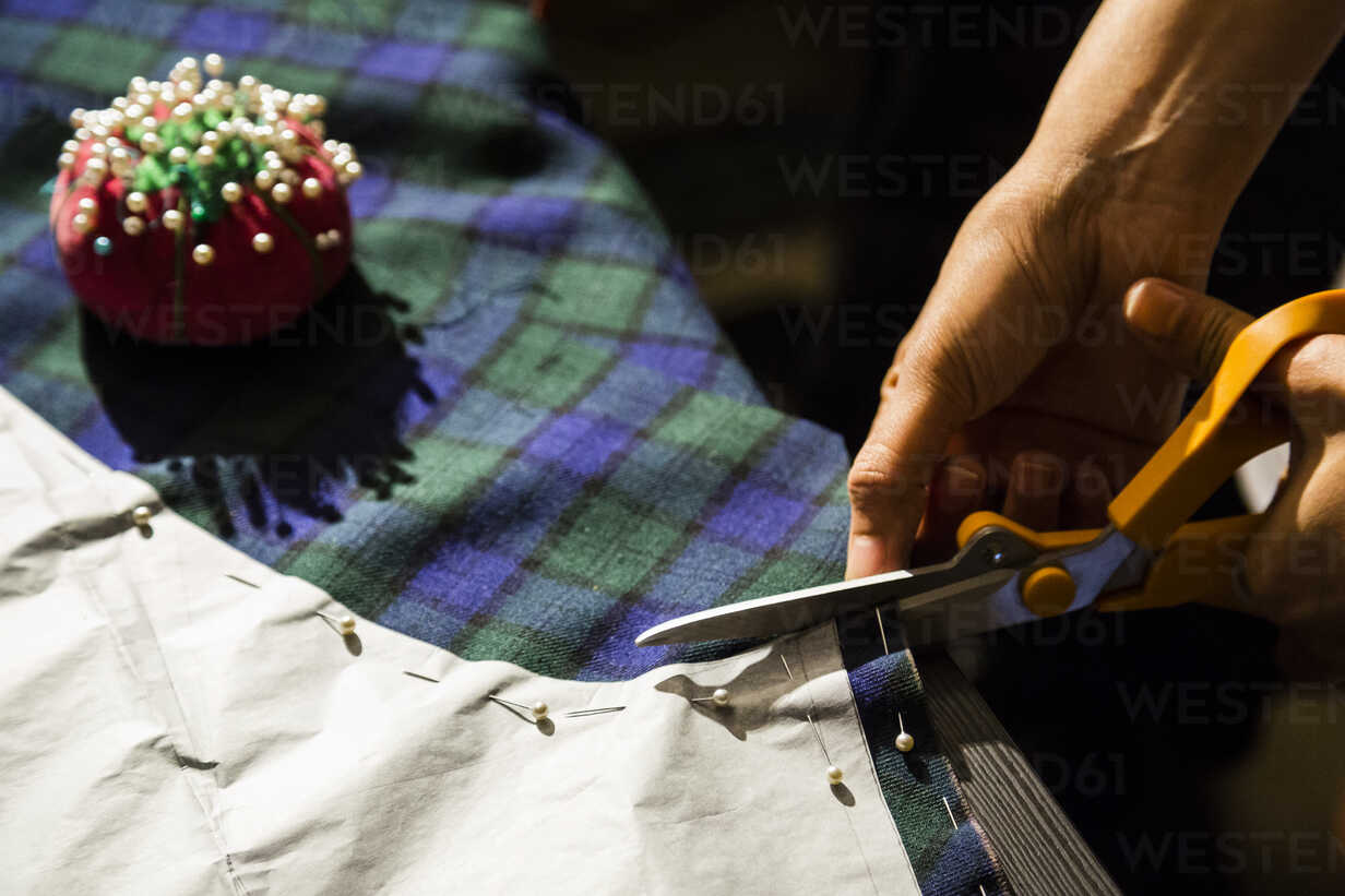 Close-up of woman sewing - NGF00381 - Nadine Ginzel/Westend61