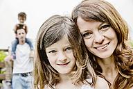 Happy family in the garden - JATF00964