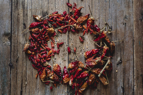 Red dried chili pods on wood - GIOF01781