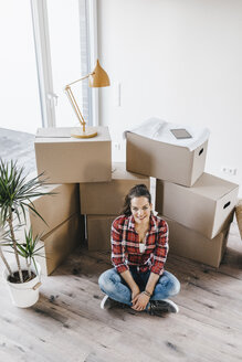 Mature woman moving house, sitting on floor, thinking - JOSF00521