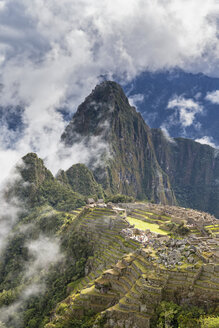 Peru, Andes, Urubamba Valley, clouds and fog above Machu Picchu with mountain Huayna Picchu - FOF08840