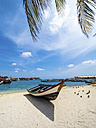 Aruba, Oranjestad, boat on the beach - AMF05253