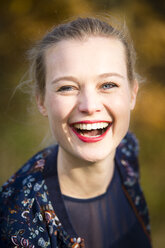 Portrait of laughing young woman in autumn - NGF00386