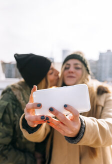 Two friends taking selfie with smartphone - MGOF02911