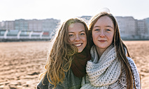 Portrait of two best friends on the beach - MGOF02938