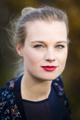 Portrait of confident young blond woman outdoors - NGF00392