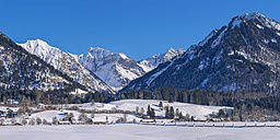 Germany, Oberstdorf, Lorettowiesen, mountainscape in winter - WGF01054