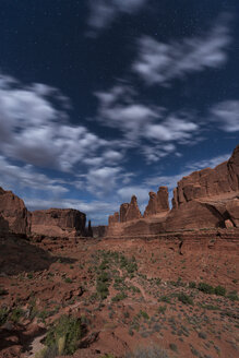 USA, Utah, Arches National Park, Park Avenue Trail at night - EPF00332